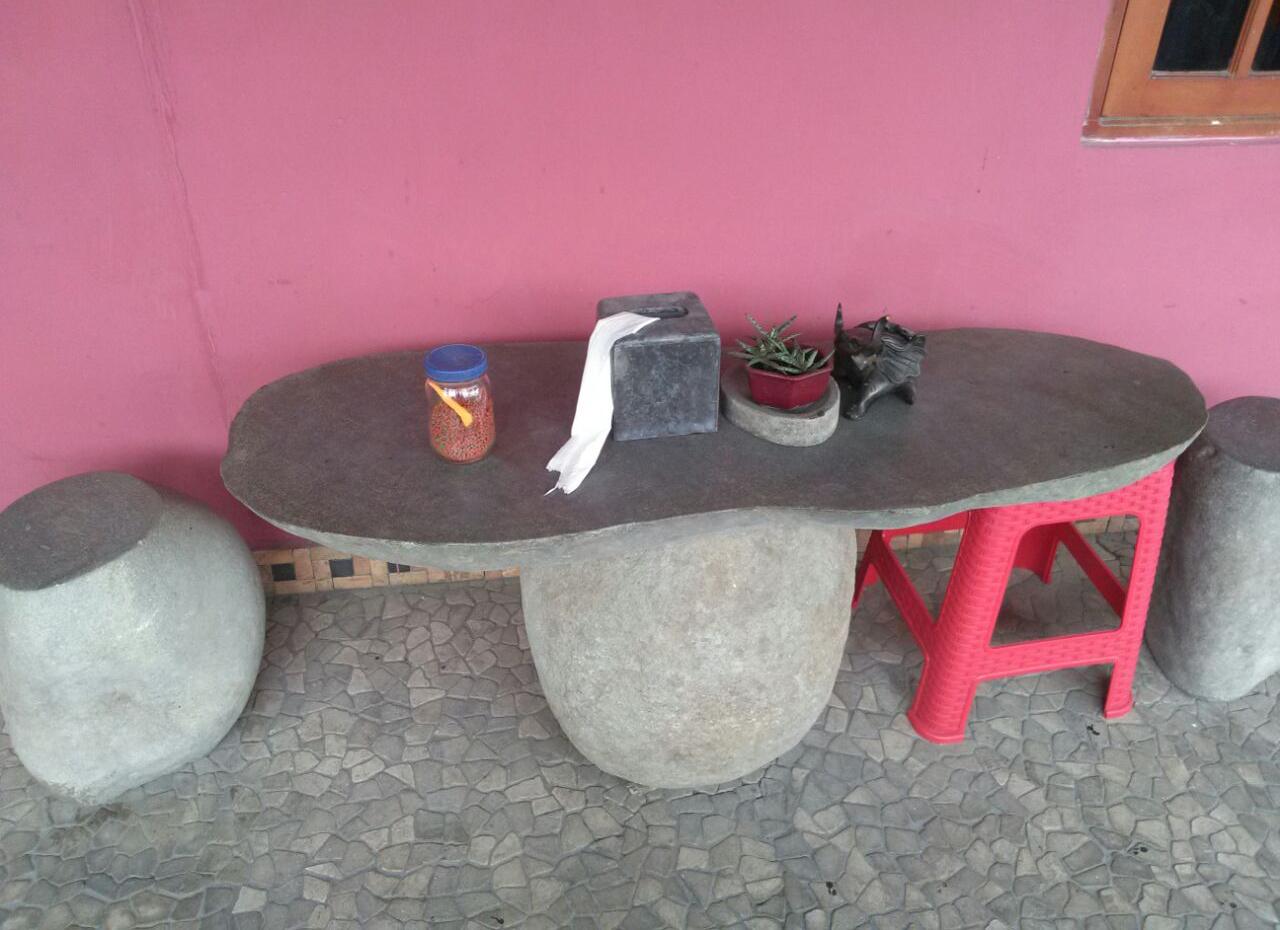 Pemilihan Kursi Meja Teras klasik Pemilihan Kursi Meja Teras yang Sering Disepelekan, Padahal Efeknya Besar