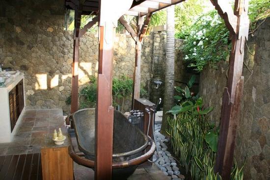 outdoor bathroom 1 Aneka Variasi Desain Kamar Mandi Luar